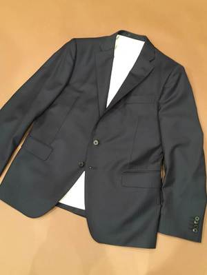 イタリアの高級ブランド ロロ・ピアーナの生地で仕立てたオーダースーツの完成